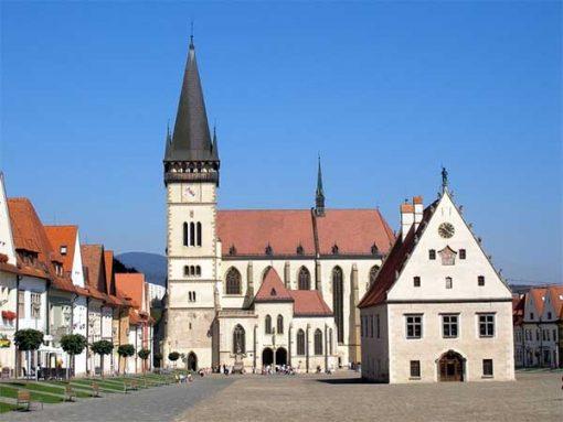 Bártfa - Főtér a régi városházával és a Szent Egyed templommal