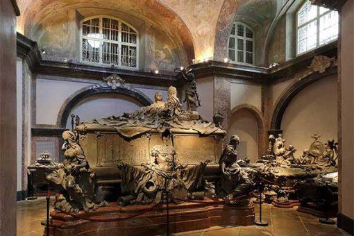 Bécs - Kapucinus kriptában Mária Terézia szarkofágja