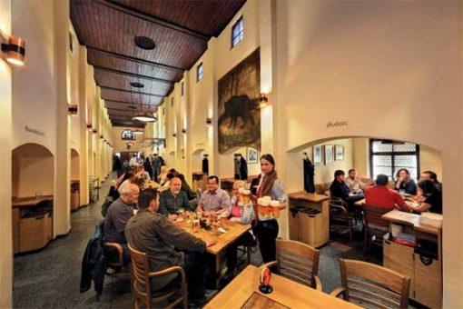 Ceské Budejovice - sörözés a Masné Krámy középkori sörözőben