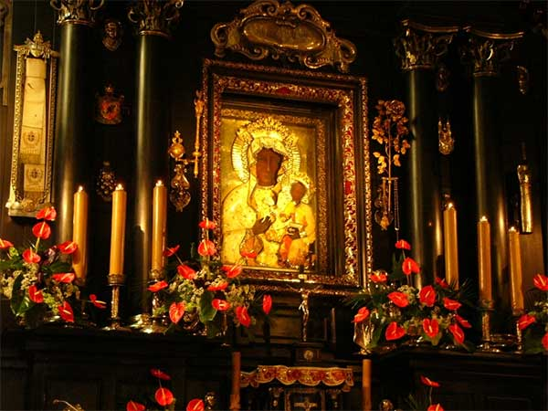 Czestochowa - Jasna Gora kolostortemplom. Itt őrzik a csodatévő Fekete Madonna ikont.