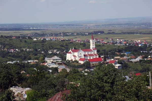 Lujzikalagor - a moldvai csángó föld legnagyobb temploma