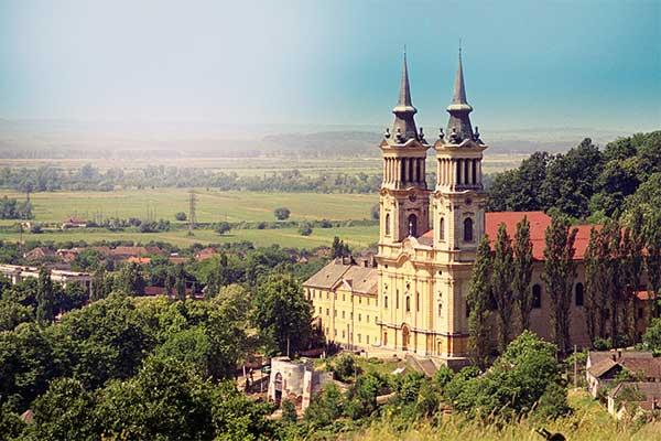 Mariaradna - kegytemplom és kolostor