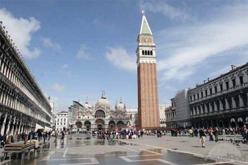 Velence - Szent Márk tér a tűztoronnyal