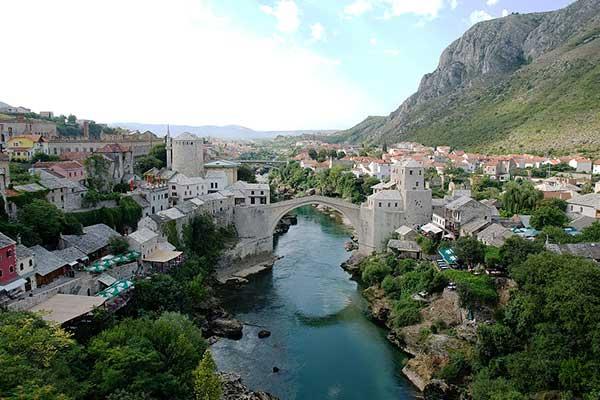 07-Mostar Séta hídnál