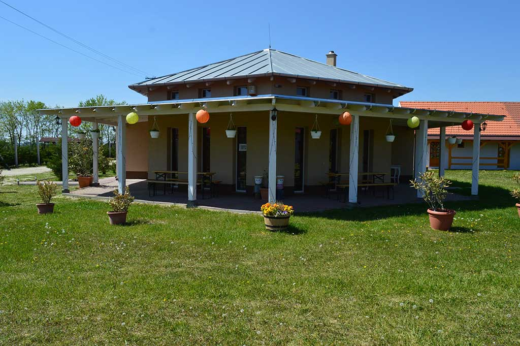 011-Duna-Party-Vendeghaz-Epulet-Borhaz-1024x681w