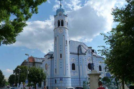 vorosko-deveny-pozsony-5-pozsony_a_kek_templom-600x400w